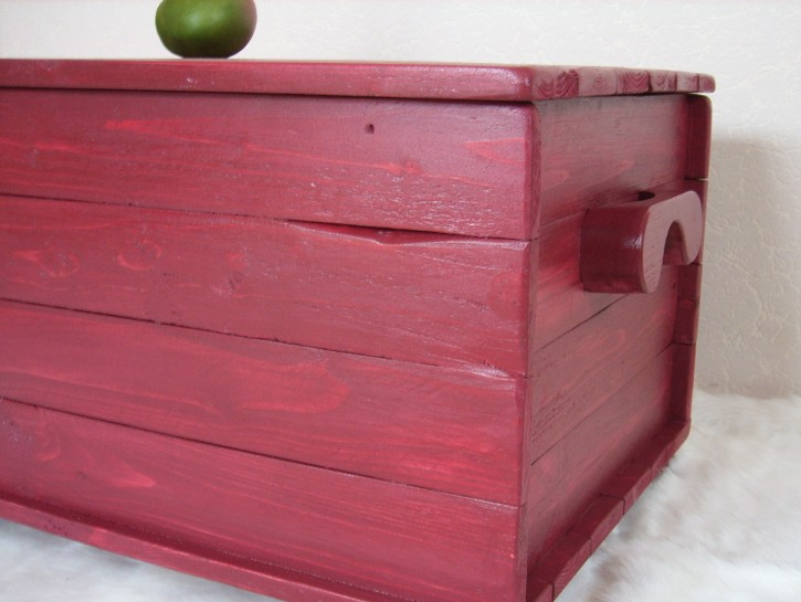 die URIGE Holztruhe mod. paris 64 red