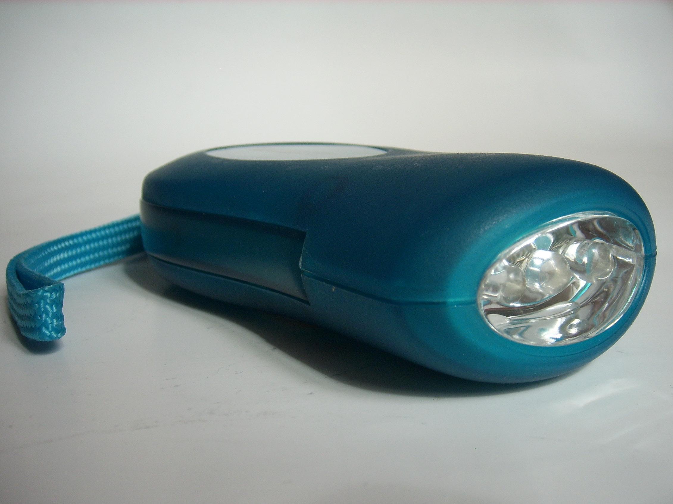 led dynamoleuchte klick klack taschenlampe ohne batterie 8233. Black Bedroom Furniture Sets. Home Design Ideas